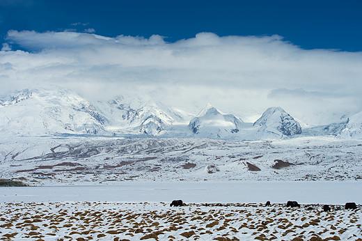新疆公格尔九别峰