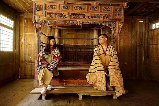 画家苗耀生,他收藏的苗族文化物品价值3000万-黔东南,新桥苗寨,雷山