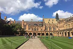 去澳洲旅行,如何在当地找一个会国语的留学生来做私人导游?