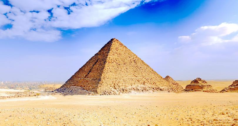 蒙卡拉金字塔