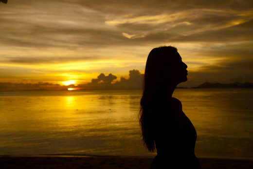 在古人的诗句里,黄昏总是被用成悲情的氛