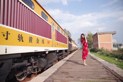 乘坐建水百年米轨小火车,穿越千年古城时光