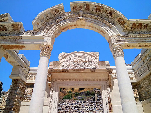 2017土耳其行记:伊兹密尔.3(伊菲索斯古城遗址)-塞尔苏斯图书馆,赫拉克勒斯门,伊斯坦布尔考古博物馆,哈德良门,哈德良神庙