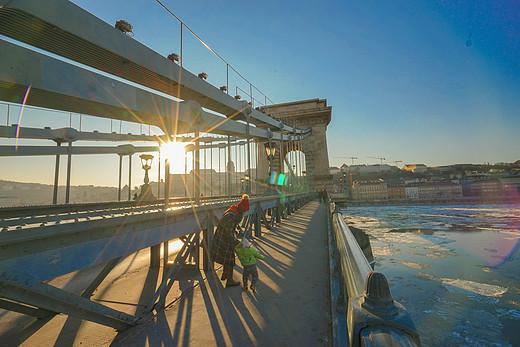 世界那么大,带你去看看:牵手11个月元宝的捷匈奥亲子行(一)-塞切尼链桥,瓦茨大街,布达佩斯