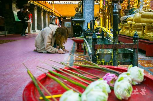 用二百四十多公斤的黄金打造寺庙,清迈有多豪-双龙寺,素贴山,泰国