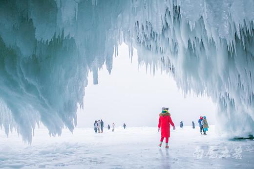 冰洞、冰裂、冰气泡,萌翻了贝加尔湖醉美的冬天