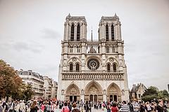那些高喊巴黎圣母院大火烧得好的人,一定是生活中的Loser